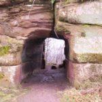 Le Lowenstein (porche taillé dans le rocher, qui permettait d'accèder à l'arrière cour)